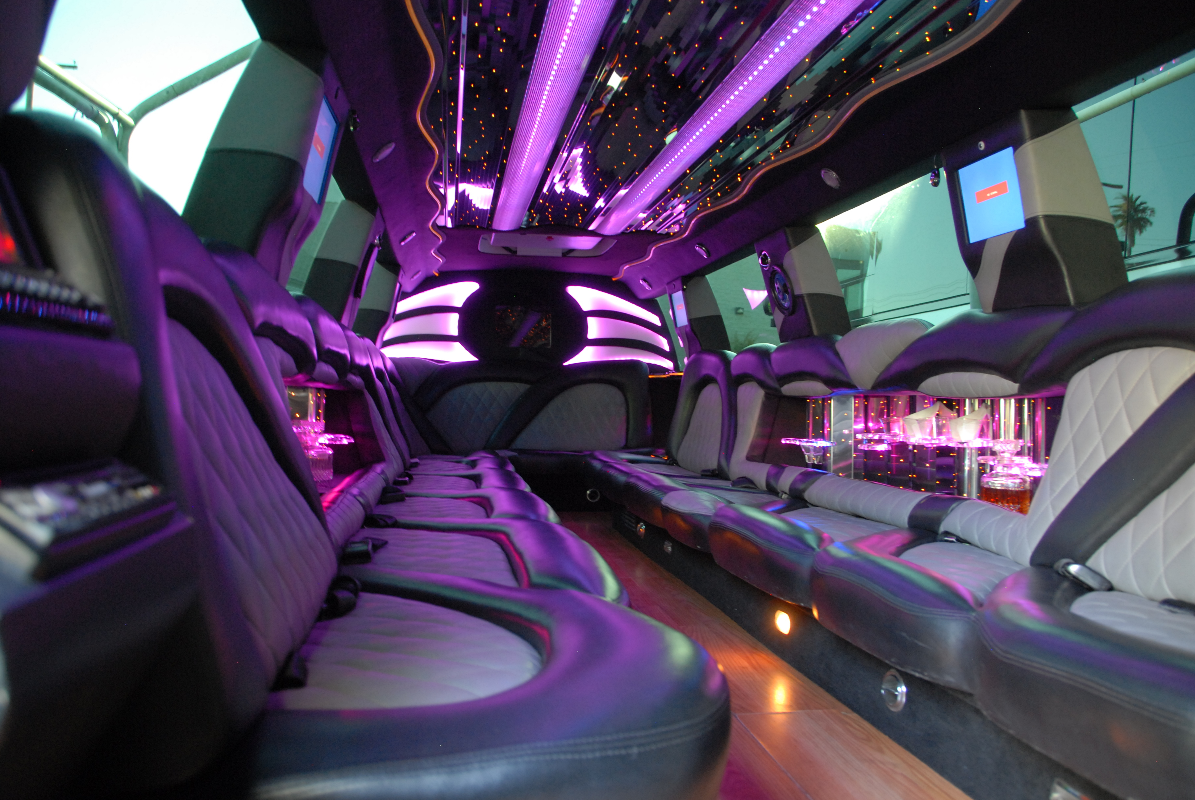 What Are The Advantages of Limo Rent Providers?